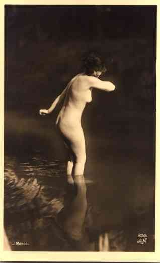 French Risque Nude Going in Sea RP