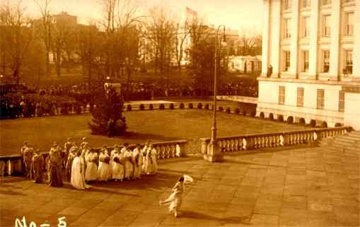 Suffragists at Presidential Inauguration 1913 RP