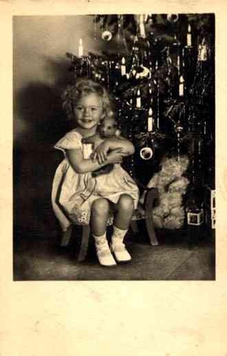 Teddy Bear under Christmas Tree Girl RP