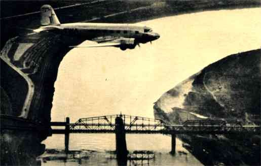 Douglas Airplane Bridge Aviation
